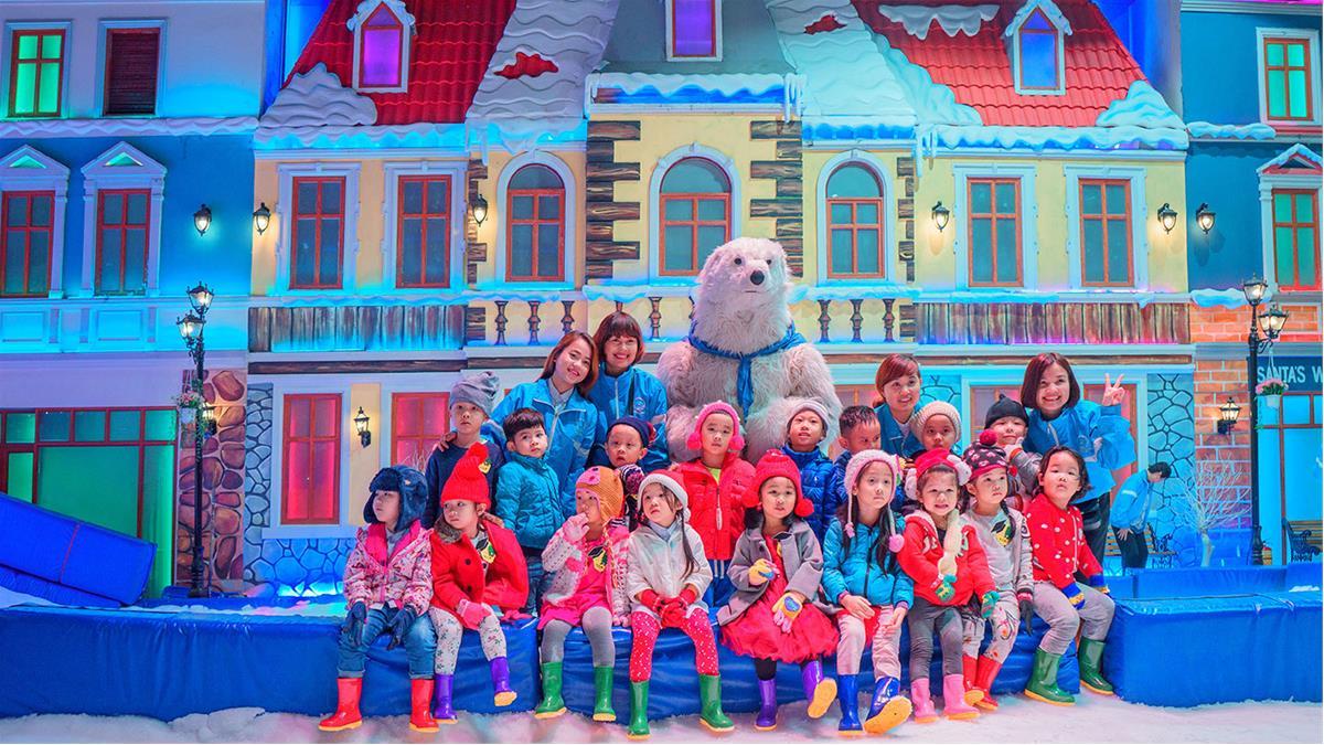 khach-doan-vui-choi-snowtown